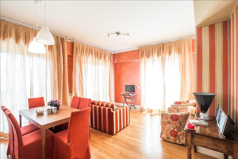 Gorgeous 2bdr w/two balconies - Image 1 - Rome - rentals