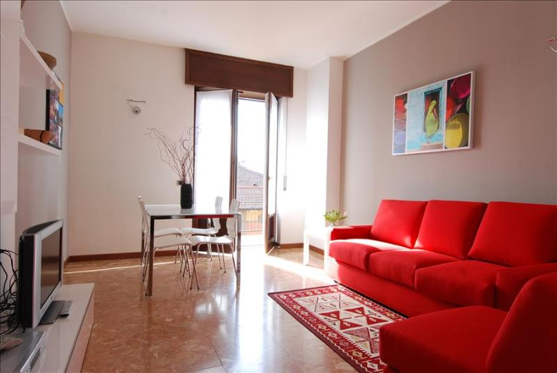 Beautiful 2bdr with balcony - Image 1 - Milan - rentals