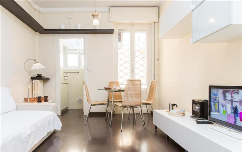 Modern flat with balcony - Image 1 - Milan - rentals