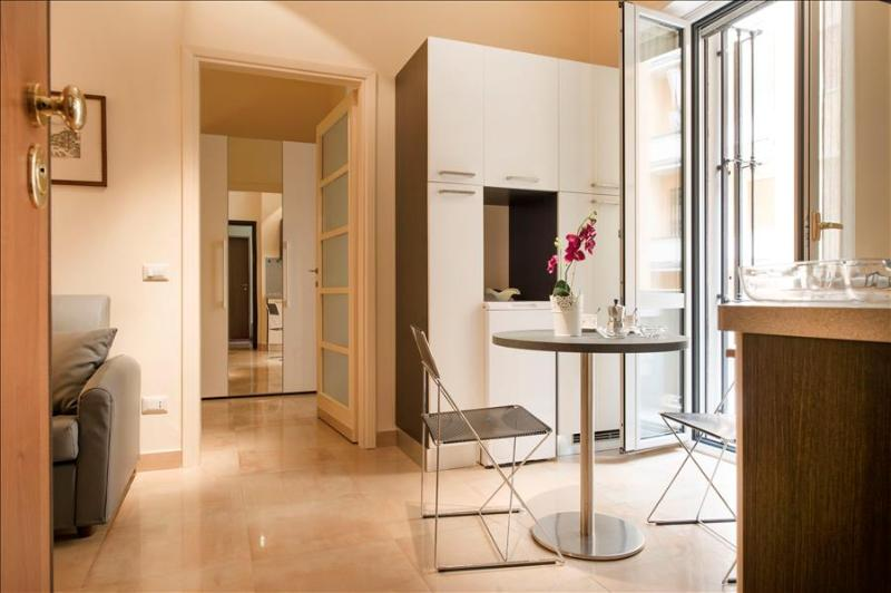 Lovely, bright flat in city center - Image 1 - Milan - rentals