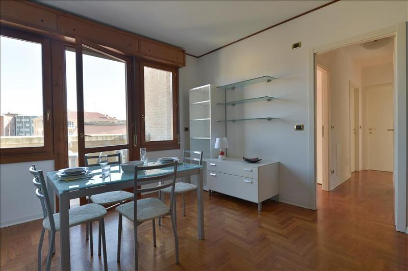 Sunny 2bdr apt with lovely balcony - Image 1 - Bologna - rentals