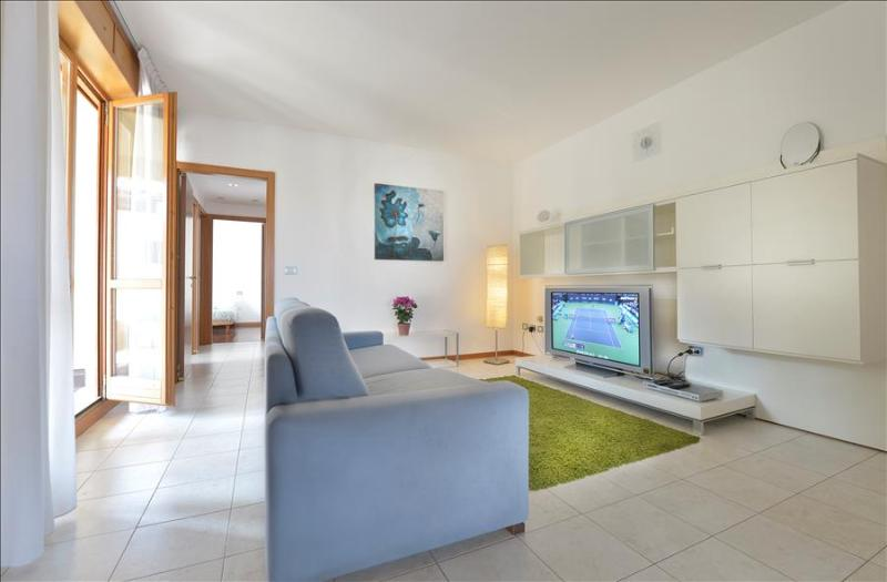 Bright flat with 110 sq. mt terrace and free parking! - Image 1 - Bologna - rentals