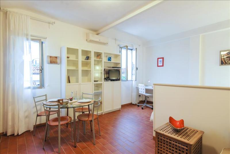 Charming studio in historical centre - Image 1 - Bologna - rentals