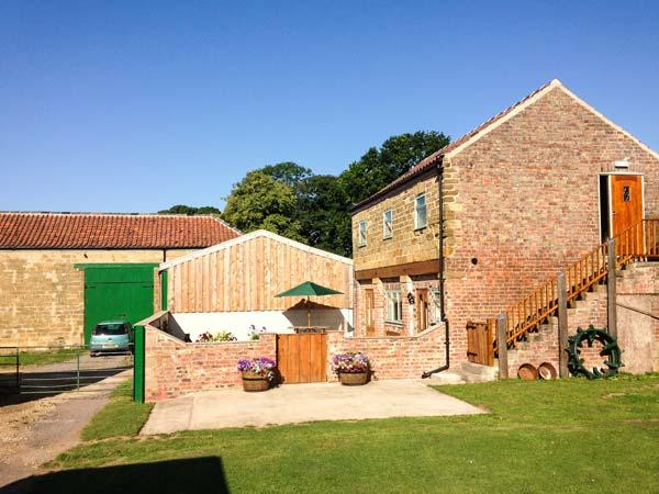 HIGHTHORNE FARM COTTAGE, detached, converted granary, lovely views, ample walking and cycling, in Husthwaite, Easingwold, Ref 933415 - Image 1 - Easingwold - rentals