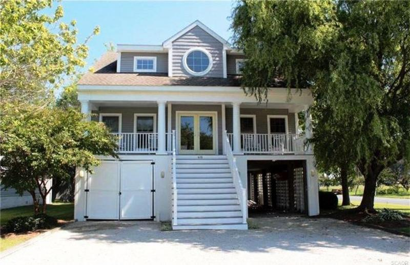Captivating relaxing front porch, off street parking, a stroll to Town, Beach, Restaurants , Shops. - Bethany Beach - 3 1/2 blocks to Beach - sleeps 12 - Bethany Beach - rentals