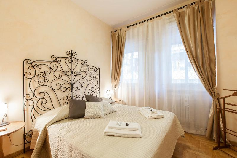 The Double Bedroom - Alex's House Elegant apt  Vatican City, Rome - Rome - rentals