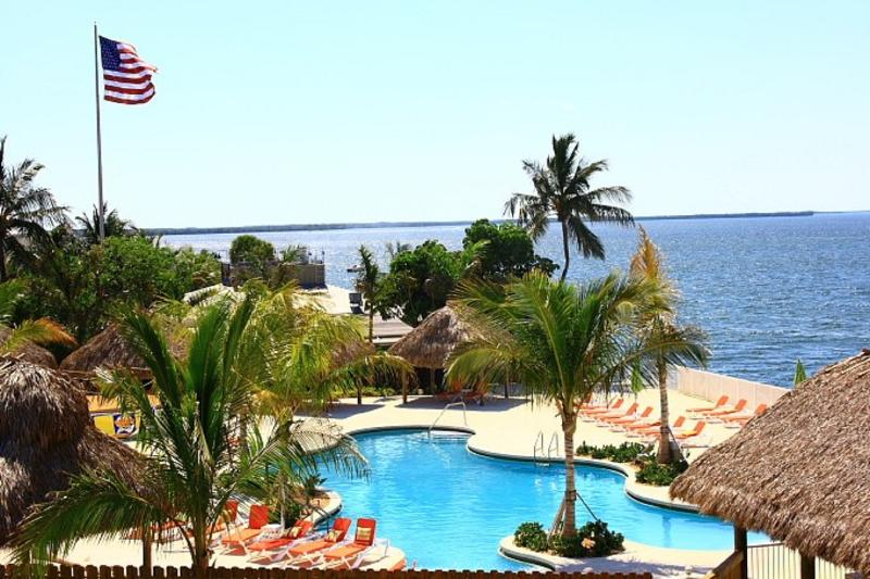 Fisherman's Cove pool and cabanas - Luxury Waterfront 3 bed 3 bath Villa with Fantastic Sunset Views - Key Largo - rentals