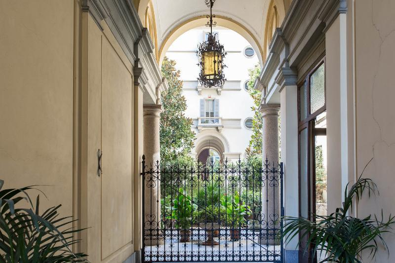 building entrance - LUXURY APARMENT  CENTER OF MILAN. GREAT LOCATION - Italy - rentals