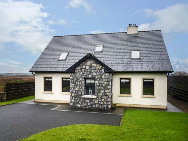 1 COIS CLOICHE, detached, en-suite, private enclosed gardens, in Lisdoonvarna, Ref 924722 - Image 1 - Lisdoonvarna - rentals