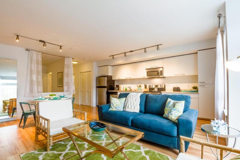 Dog-friendly lakefront condo w/ shared gym & roof terrace! - Image 1 - Seattle - rentals