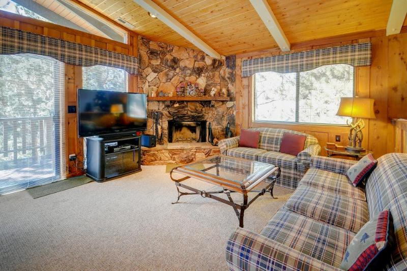 Inviting two-story cabin with a lovely deck, close to ski slopes & the lake! - Image 1 - Big Bear Lake - rentals