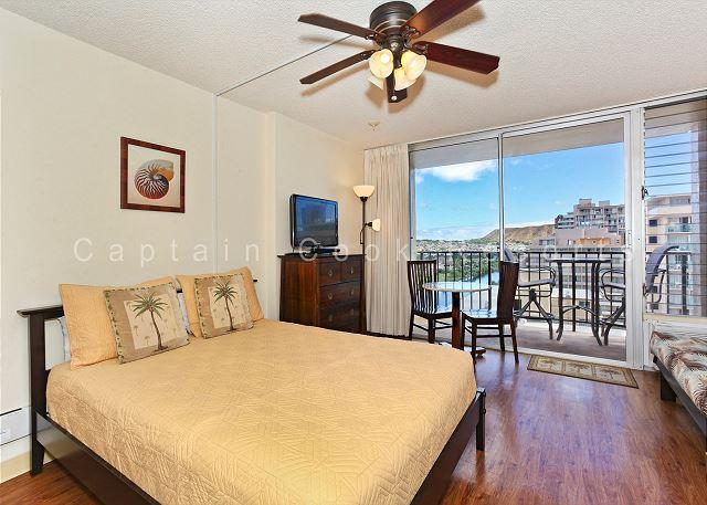 Updated studio with kitchen, WiFi, washer/dryer, parking.  Sleeps 3. - Image 1 - Waikiki - rentals