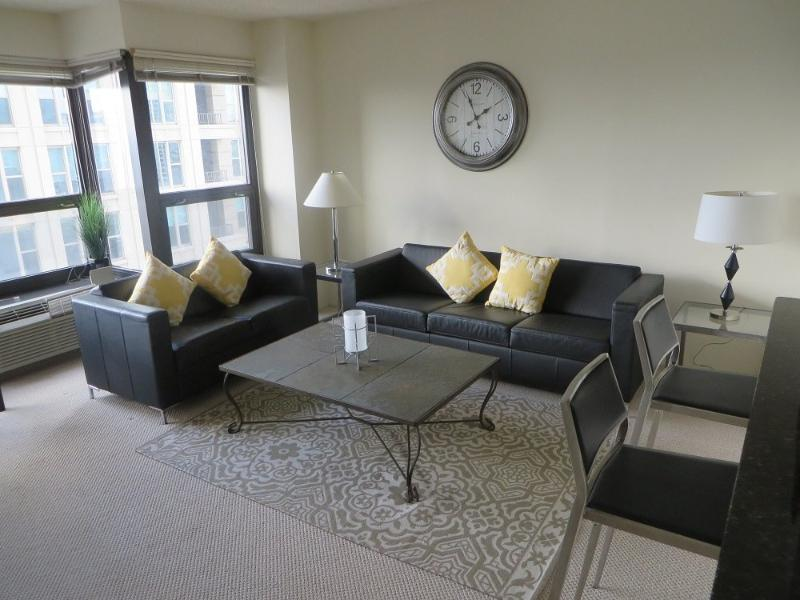 ROOMY AND CHARMING FURNISHED 1 BEDROOM 1 BATHROOM CONDOMINIUM - Image 1 - Chicago - rentals