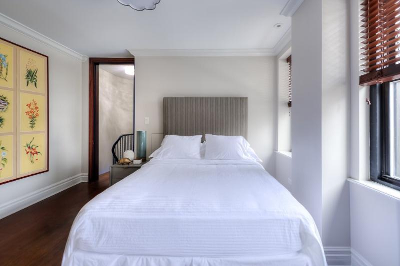 PREPOSSESSING FURNISHED 3 BEDROOM 3.5 BATHROOM DUPLEX - Image 1 - Chicago - rentals