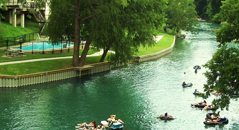 A lazy day float down the Comal River in New Braunfels,Texas. - Gorgeous Waterfront Condo at Inverness - New Braunfels - rentals
