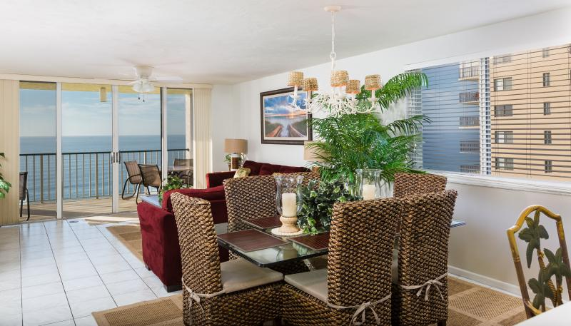 Dining area that comfortably seats 6 - 11/12-11/19 FLASH SALE!!! - Beachfront 3 Bed/2Bath - Marco Island - rentals