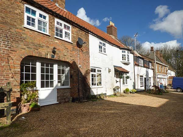CLEMATIS COTTAGE, mid-terrace, WiFi, enclosed garden, close to river and amenities, in Wiggenhall St Germans, King's Lynn, Ref 932053 - Image 1 - King's Lynn - rentals