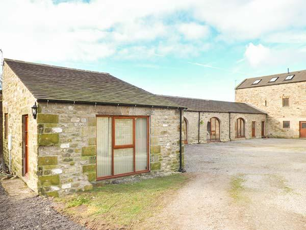 THE STABLES AT LARKLANDS barn conversion, luxurious, en-suite, woodburner, Richmond Ref 933183 - Image 1 - Richmond - rentals