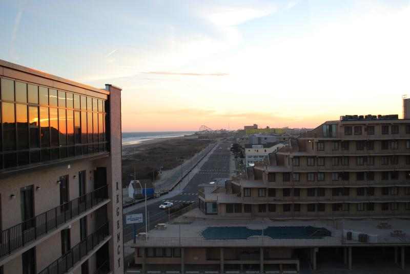 Beautiful views and the best sunsets - MODERN PENTHOUSE MAGNIFICENT VIEWS - North Wildwood - rentals