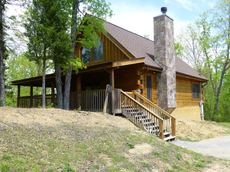 Exterior view of Russell Rose Cabin - Kid and pet friendly Douglas Lake Resort cabin - Sevierville - rentals