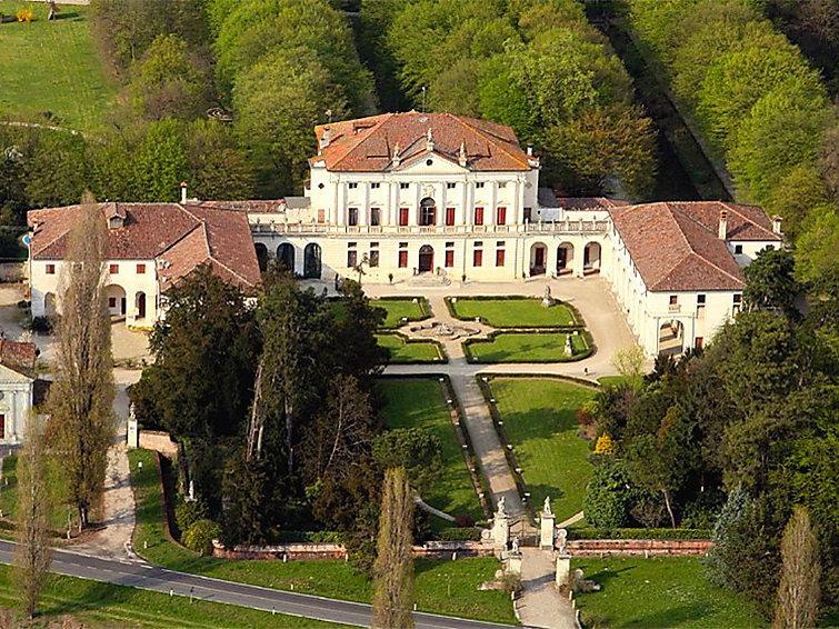 4 bedroom Villa in Piombino Dese, Veneto, Italy : ref 2215140 - Image 1 - Piombino Dese - rentals