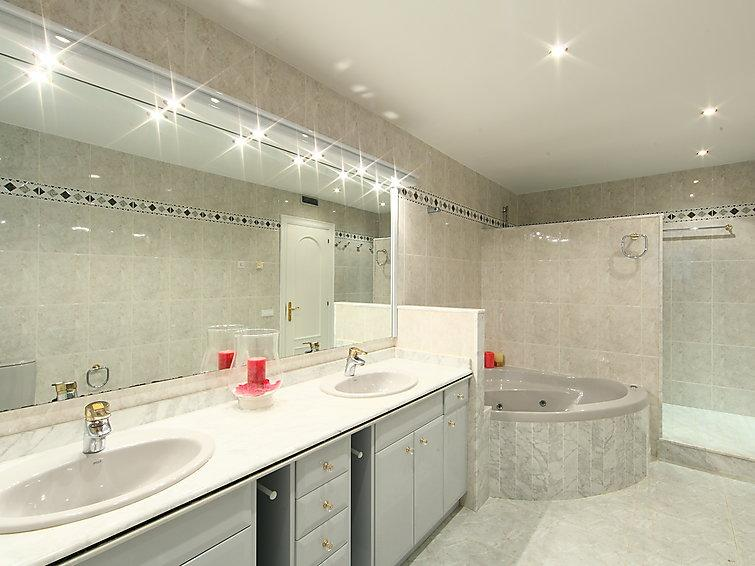 4 bedroom Villa in L Ametlla De Mar, Costa Daurada, Spain : ref 2059436 - Image 1 - L'Ametlla de Mar - rentals