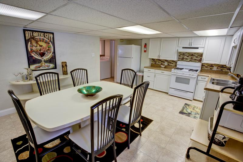 LARGE EAT-IN KITCHEN - 3RD HOUSE FROM THE BEACH AND BOARDWALK - Atlantic City - rentals