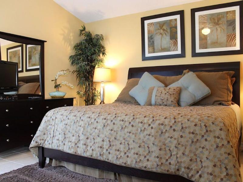 Master Bedroom with King Size Bed - *** SUPER CLOSE TO DISNEY *** - Davenport - rentals