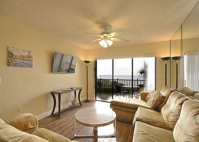 Living Area - Land's End #303 building 6 - Beach Front - Treasure Island - rentals