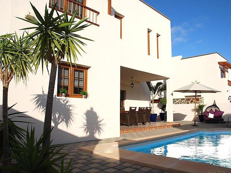 5 bedroom Villa in Costa Teguise, Lanzarote, Canary Islands : ref 2242157 - Image 1 - Costa Teguise - rentals