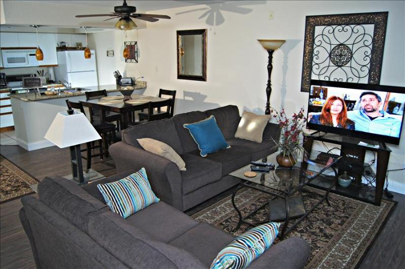 "Luxurious  Condo, Bubble Tub, WIFI, 3 Queen Beds, Near "" The Strip"" (A-2) - Image 1 - Branson - rentals"