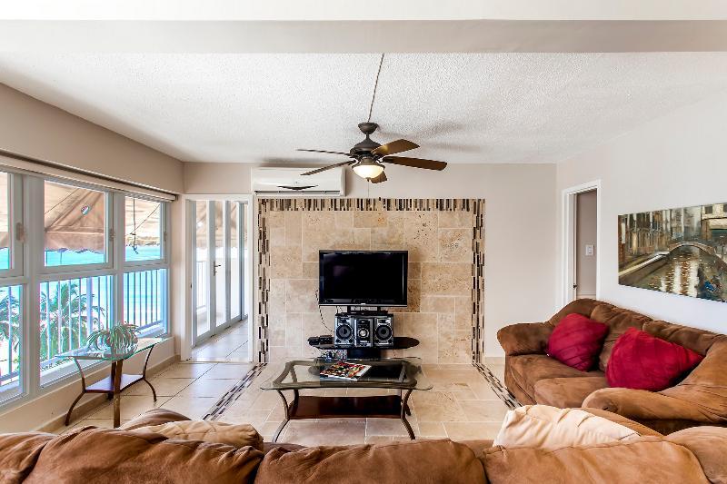 Spacious 2 Bedroom Overlooking Isla Verde Beach - Image 1 - San Juan - rentals