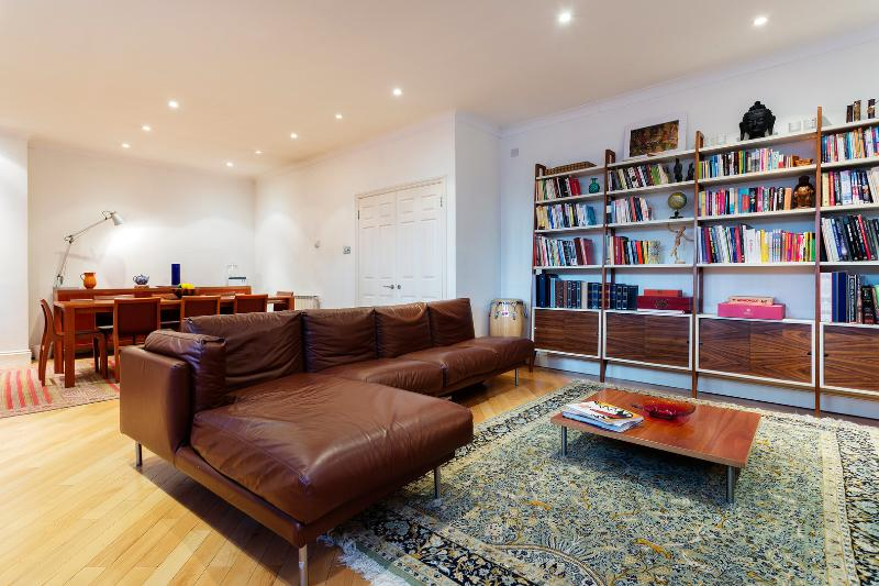 Two bed apartment in Knightsbridge, Queens Gate - Image 1 - London - rentals
