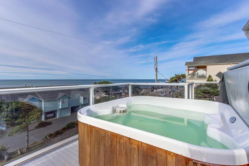 Luxury home w/game room & hot tub overlooking the beach! - Image 1 - Lincoln City - rentals