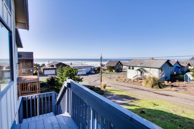 Enjoy panoramic ocean views, a private hot tub & close beach access - dogs OK! - Image 1 - Lincoln City - rentals