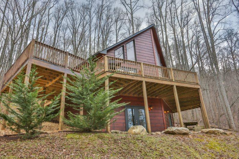 Sleepy Hollow Lodge - Sleepy Hollow Lodge - Gated Mountain Community - 2 bedrooms plus a large sleeping loft, 2 baths and a hot tub - East Ellijay - rentals
