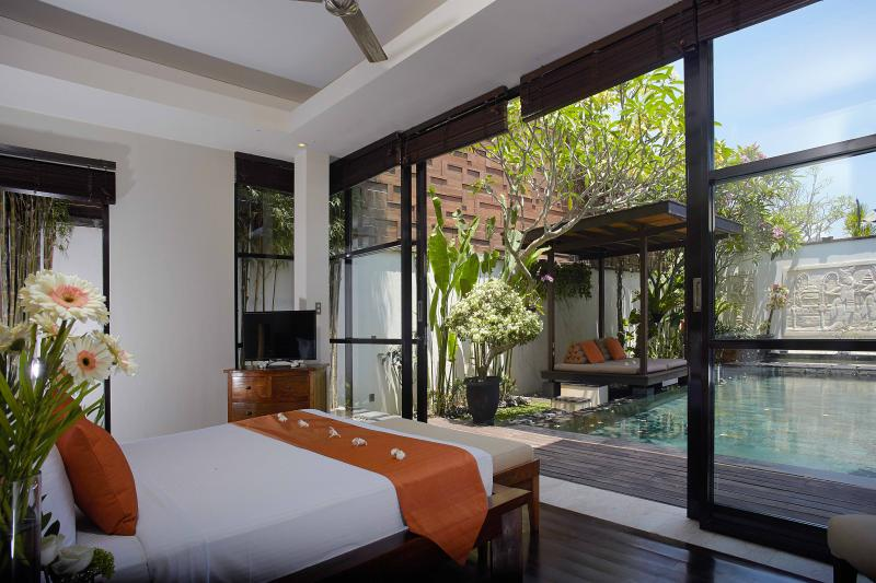 Bedroom facing to the private swimming pool - 3 bedroom Villa Jacinta - Kedonganan - rentals