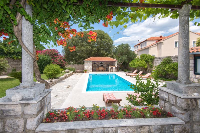 Villa Bruna with garden and pool - Image 1 - Dubrovnik - rentals
