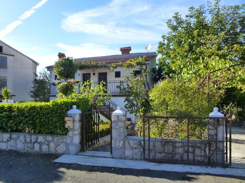 house - 5283  A1(3) Bijeli - Njivice - Njivice - rentals