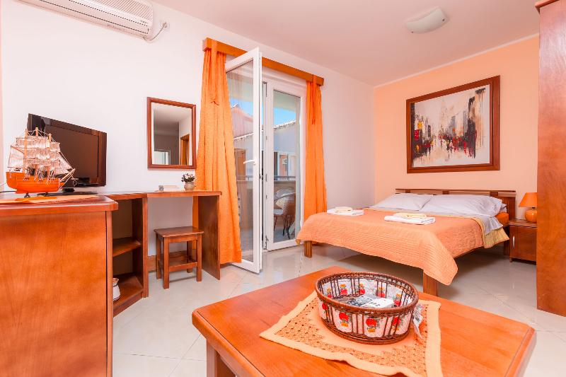 Charming studio 30 meters from the sea - Image 1 - Tivat - rentals