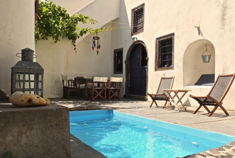 The tiny swimming pool - Wineryhouse where dreams live...... - Oia - rentals