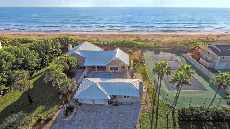 GOLDEN SANDS® EMERALD Beachfront Tennis Court Pool - Image 1 - Cocoa Beach - rentals