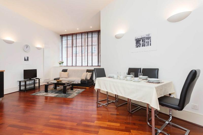 A super fresh one-bedroom apartment in Covent Garden. - Image 1 - London - rentals