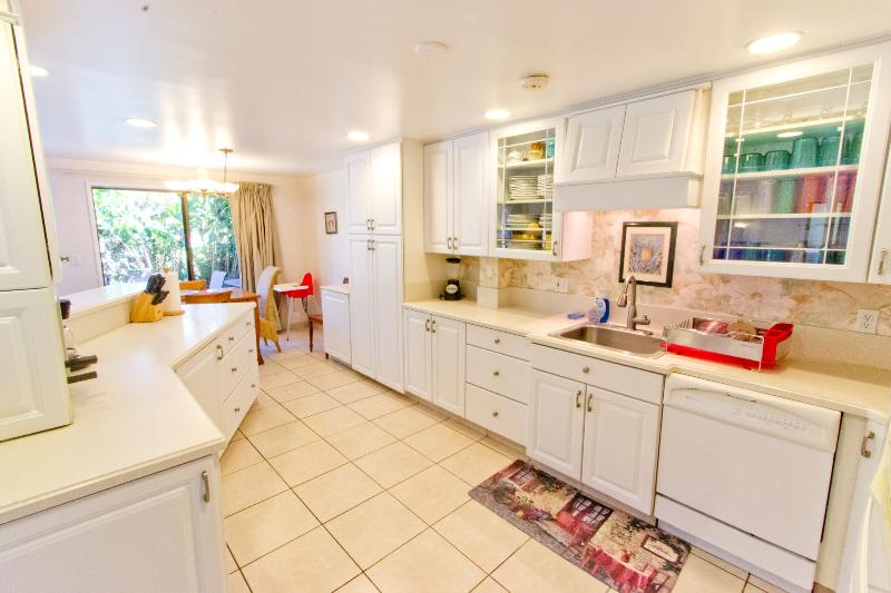 Kitchen - 4BR Family Townhome Set in Quiet Kihei Gardens - Kihei - rentals
