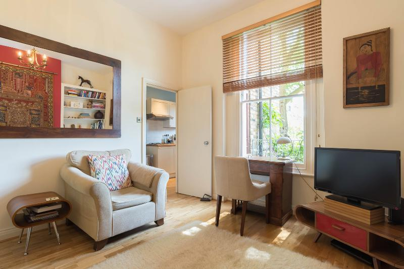 One bed home with garden, Cantelowes Road, Camden - Image 1 - London - rentals