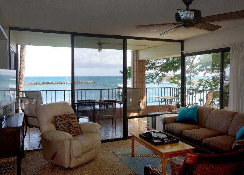 pool - Direct Ocean Front - Spacious corner lanai - Maalaea - rentals