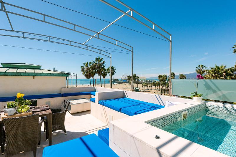 Blu Santa Monica U4, Sleeps 6 - Image 1 - Santa Monica - rentals
