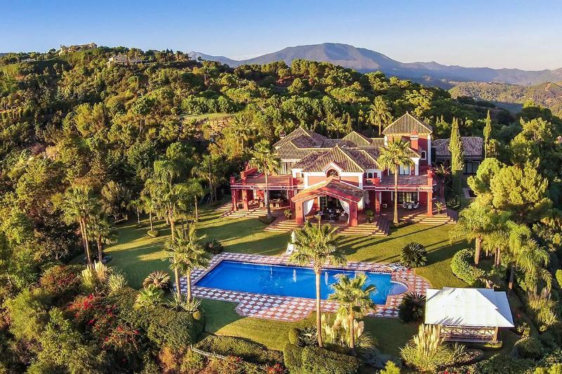 Villa Mirador, Sleeps 16 - Image 1 - Marbella - rentals