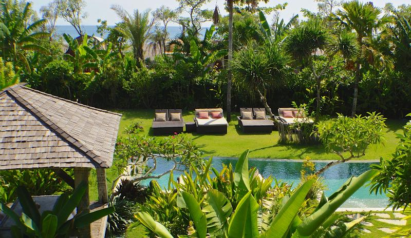 7BR 1600 Square meters of lush garden with Indian Ocean vistas - Beachfront Luxury Pool Villas 4/7/or Total 11Bedrooms between Seminyak - Canggu - Canggu - rentals