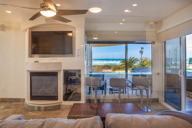 """Surfrider"" Beachfront Condo with Hot Tub - Image 1 - San Diego - rentals"